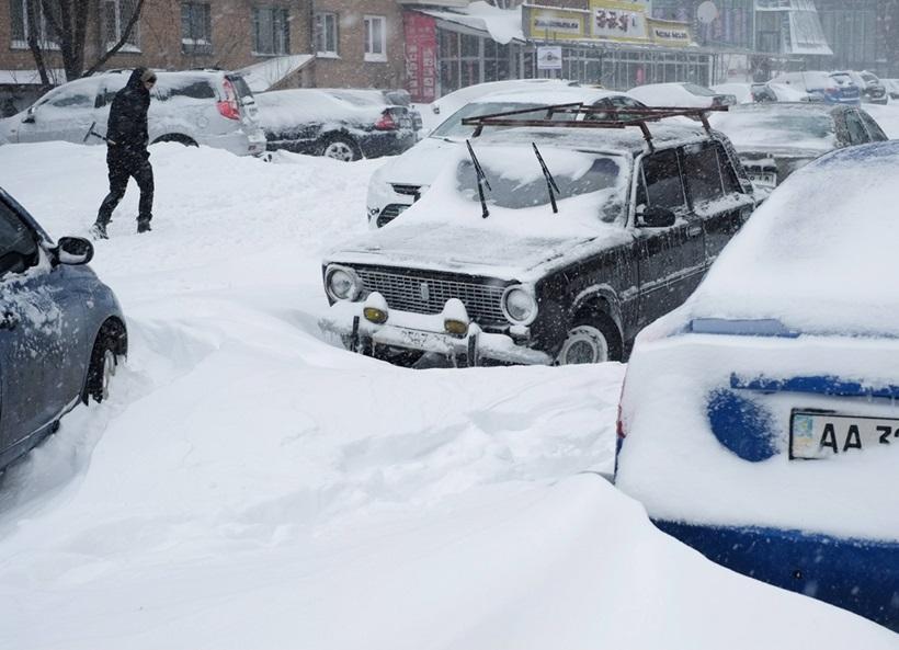 Сильный снегопад парализовал дорожное движение Украины 0 13d2d8 7275da15 orig