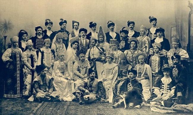 Вот так выглядела костюмированная вечеринка упоследних Романовых