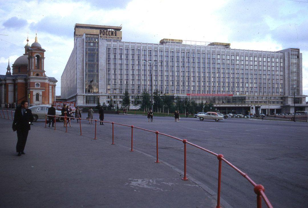2. Красная площадь. Бесконечная очередь к товарищу Ленину.
