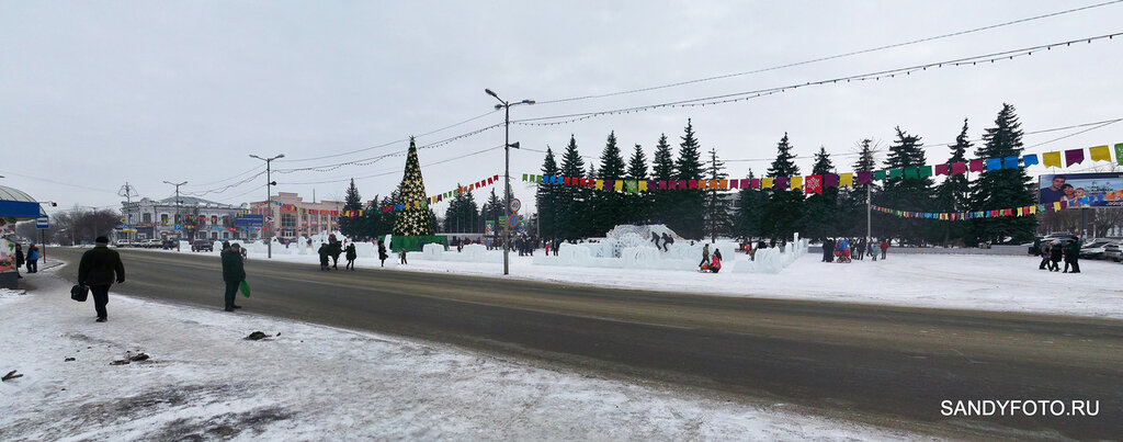 На центральной площади Троицка открылся ледяной городок 2016