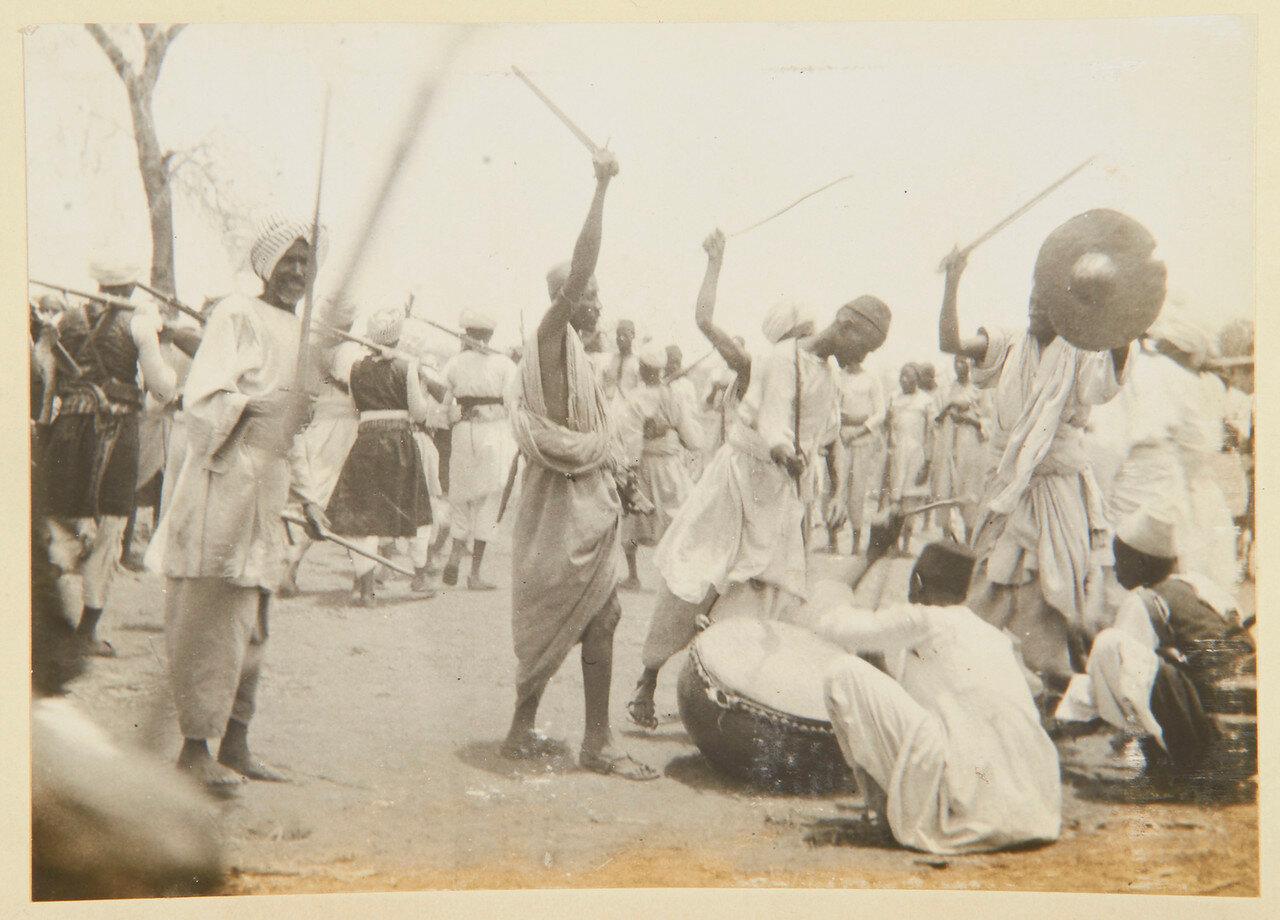 25-31 августа 1898. Военный танец джалинов