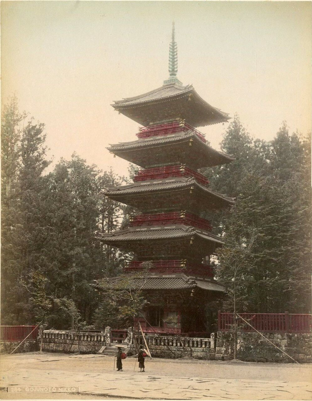 Никко. Пятиэтажная пагода