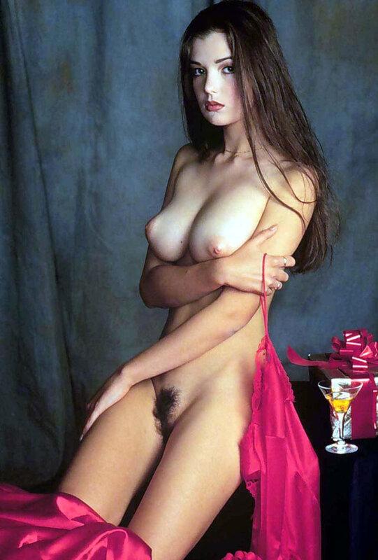 Сексуальный трансвестит ебется с девкой 1 фотография