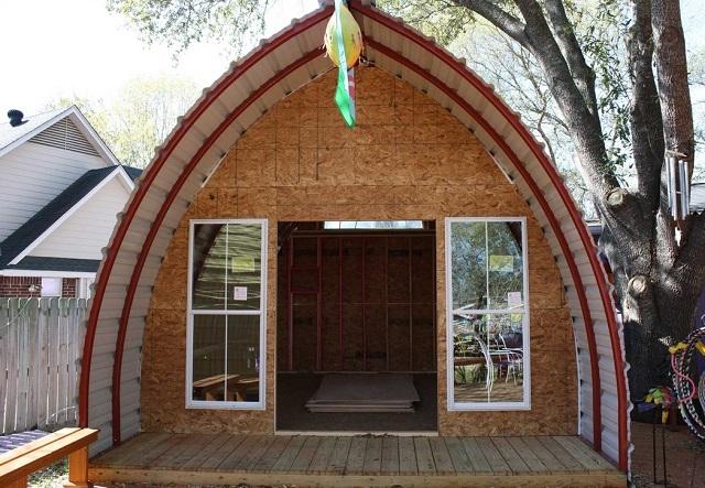 Маленький дом в виде арки