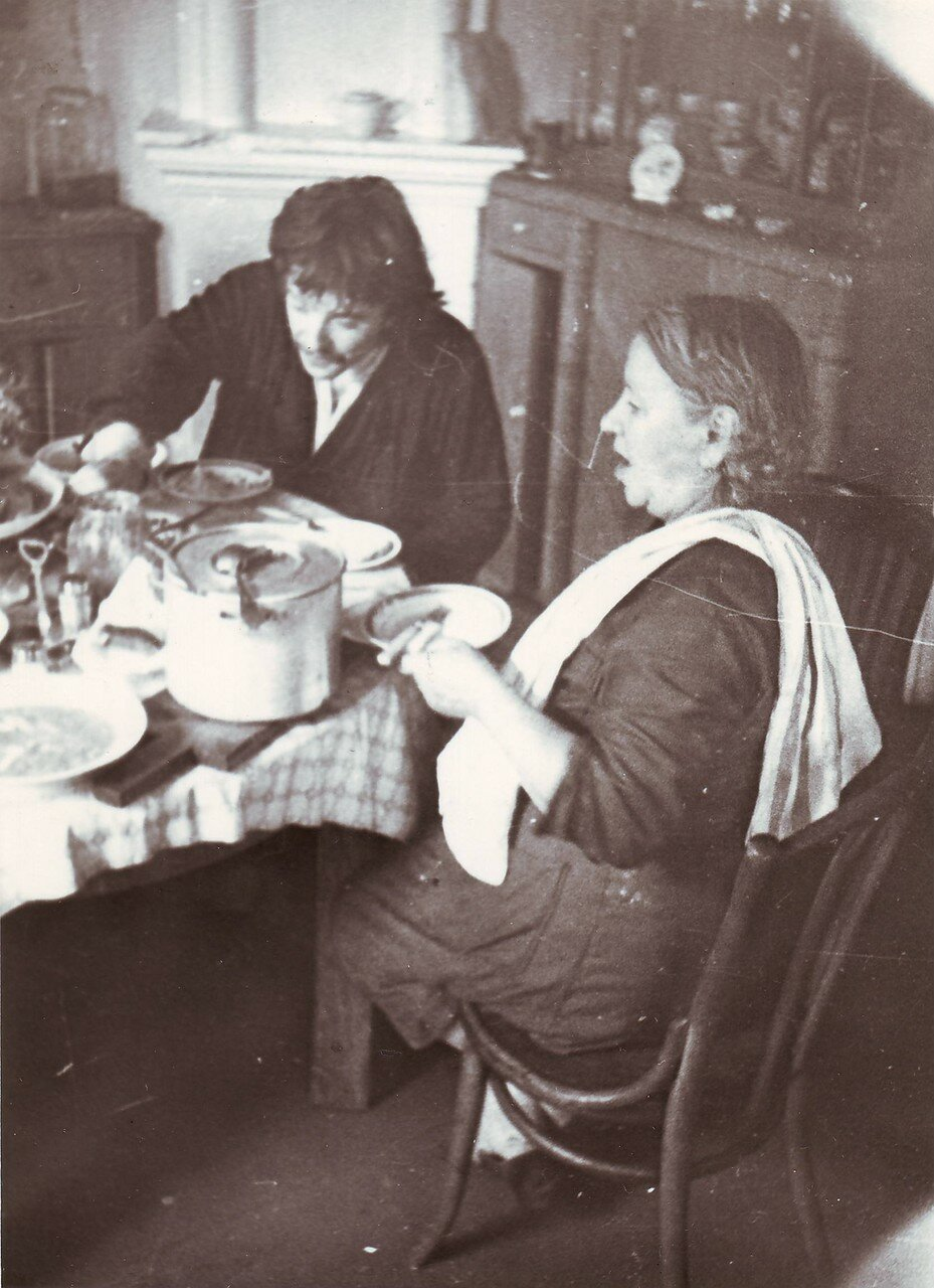 Arhangelsk 1974, posle poshara s Tamaroj Pavlovnoj.JPG