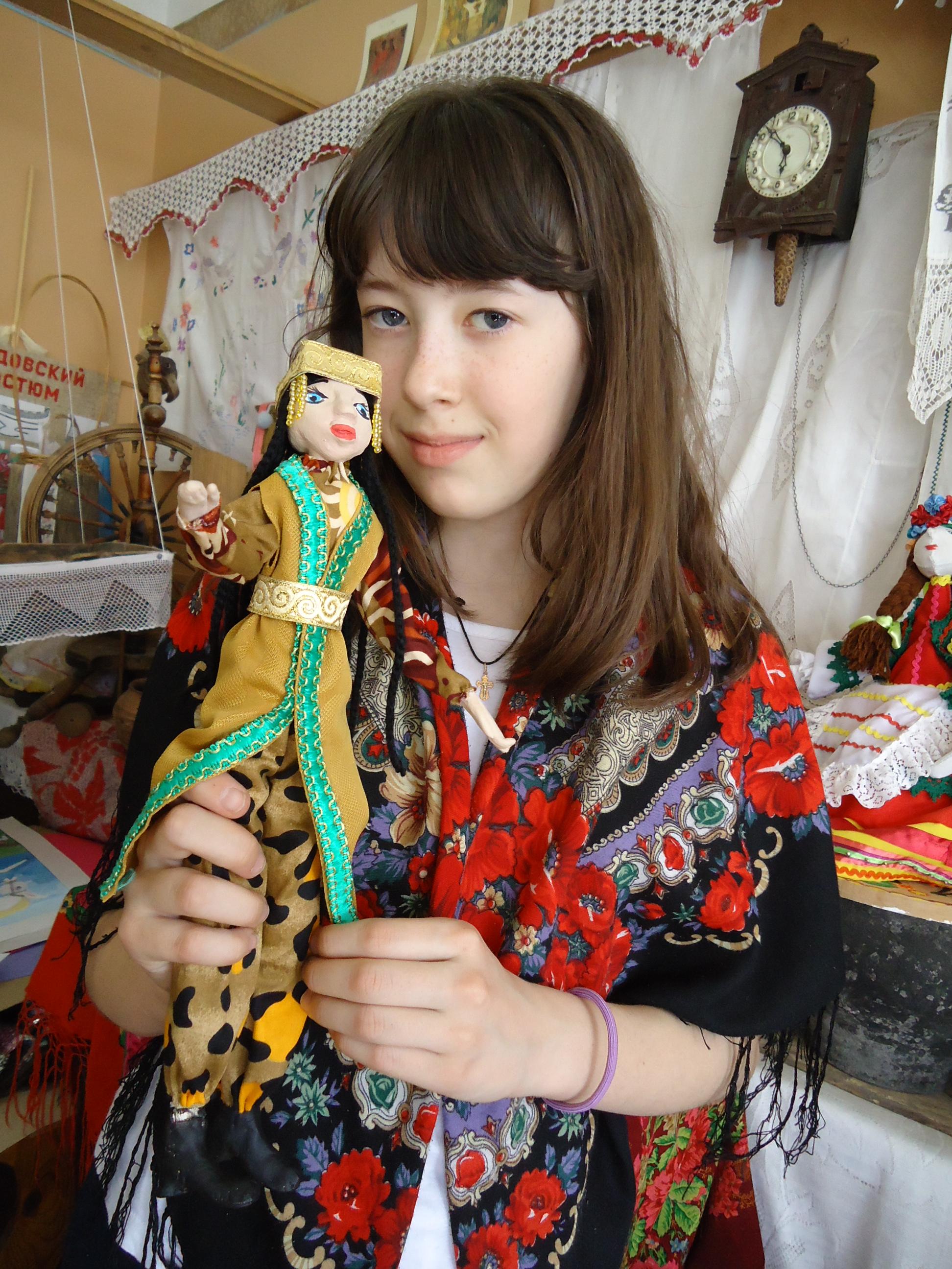 Суркова Полина со своей куклой