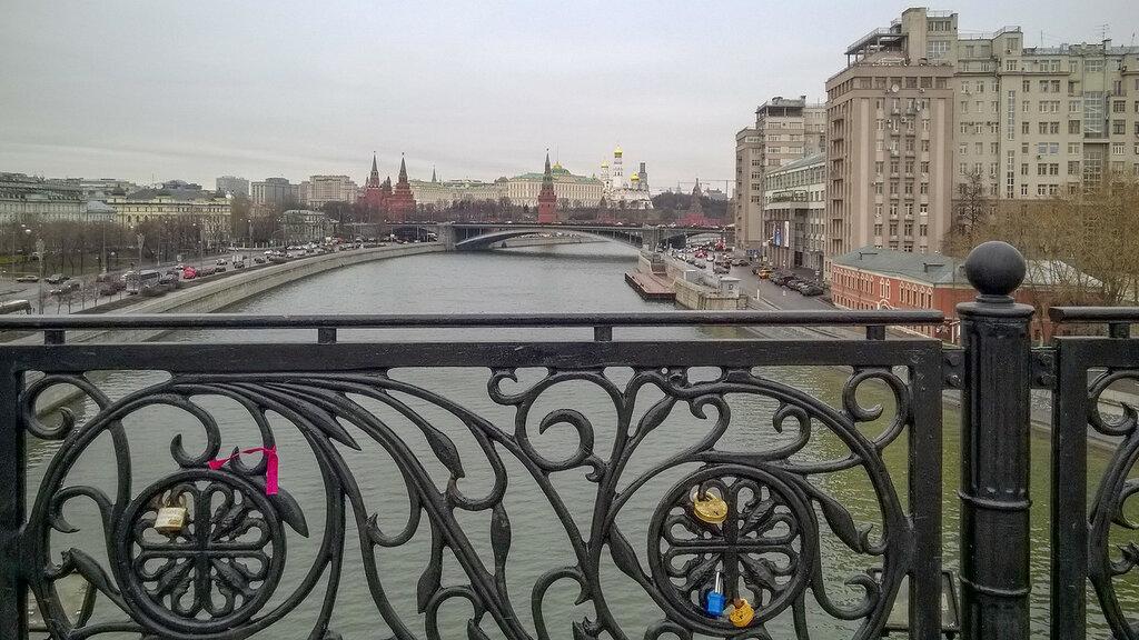 Вид на Москва-реку и Кремль с Патриаршего моста