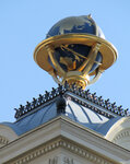 Глобус на крыше