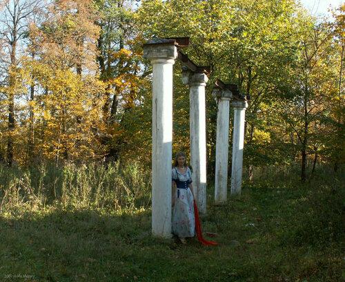 Одинокая колоннада. Борщёвка, главный дом в 2007 г.