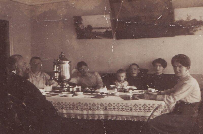 Семейные посиделки. 1914 год