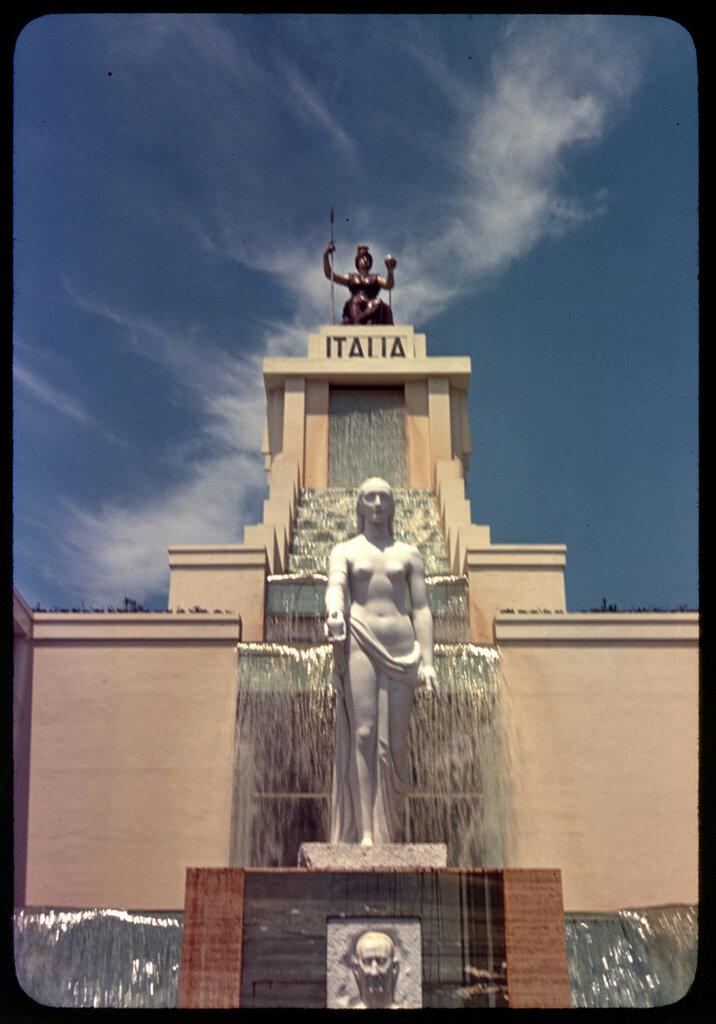 Italian_Pavilion_Worlds_Fair_1939_LOC_gsc.5a30830.jpg