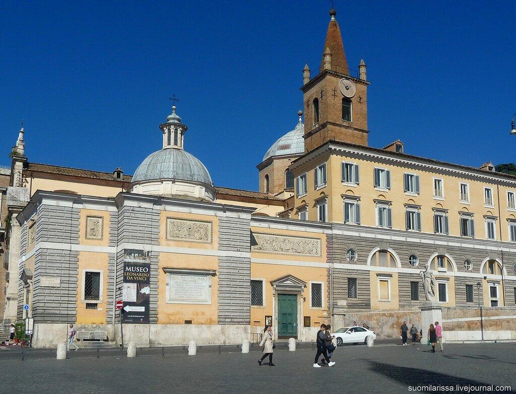 Вид базилики со стороны площади.