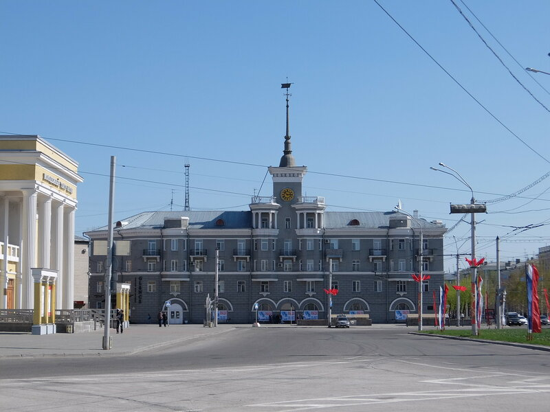 Барнаул - Дом под шпилем