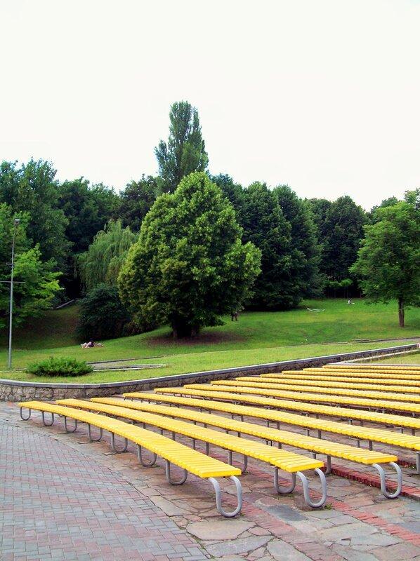 Скамейки зрительного зала Певческого поля