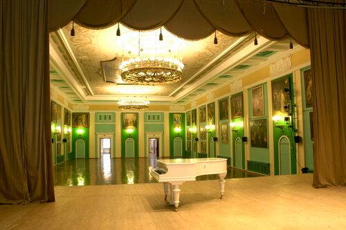 Театральный зал. МДЦ в Питере*