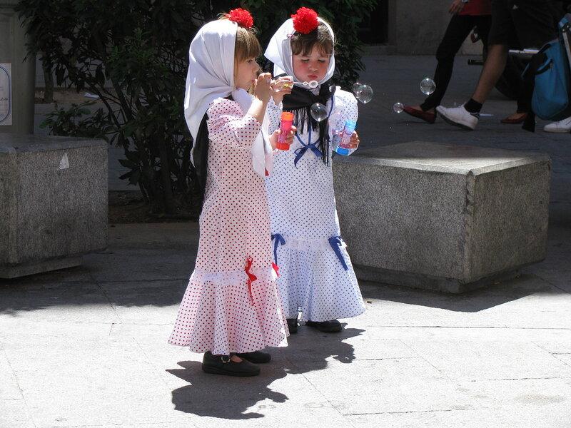 Мадрид. Девочки на праздновании дня св. Исидра