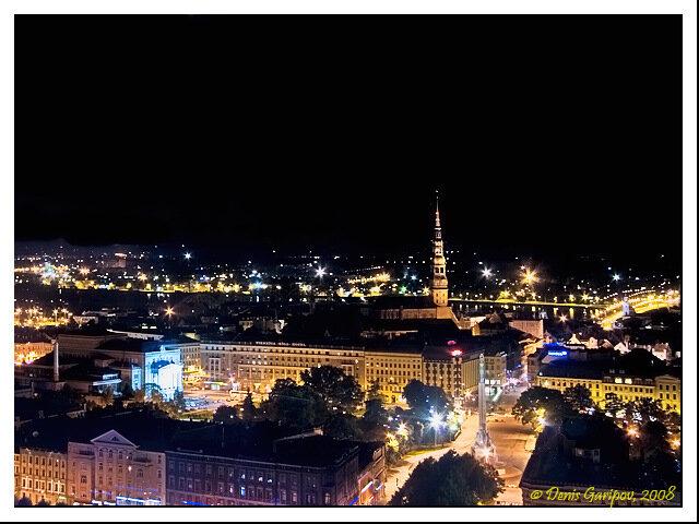 Панорама ночной Риги из окна гостиницы 'Reval Hotel Latvija'