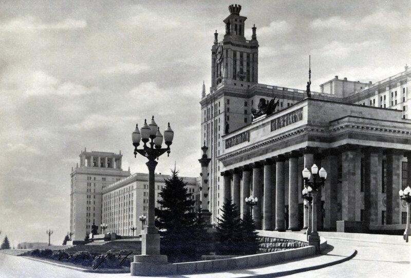 Высотное здание Московского государственного университета на Ленинских горах. Главный вход