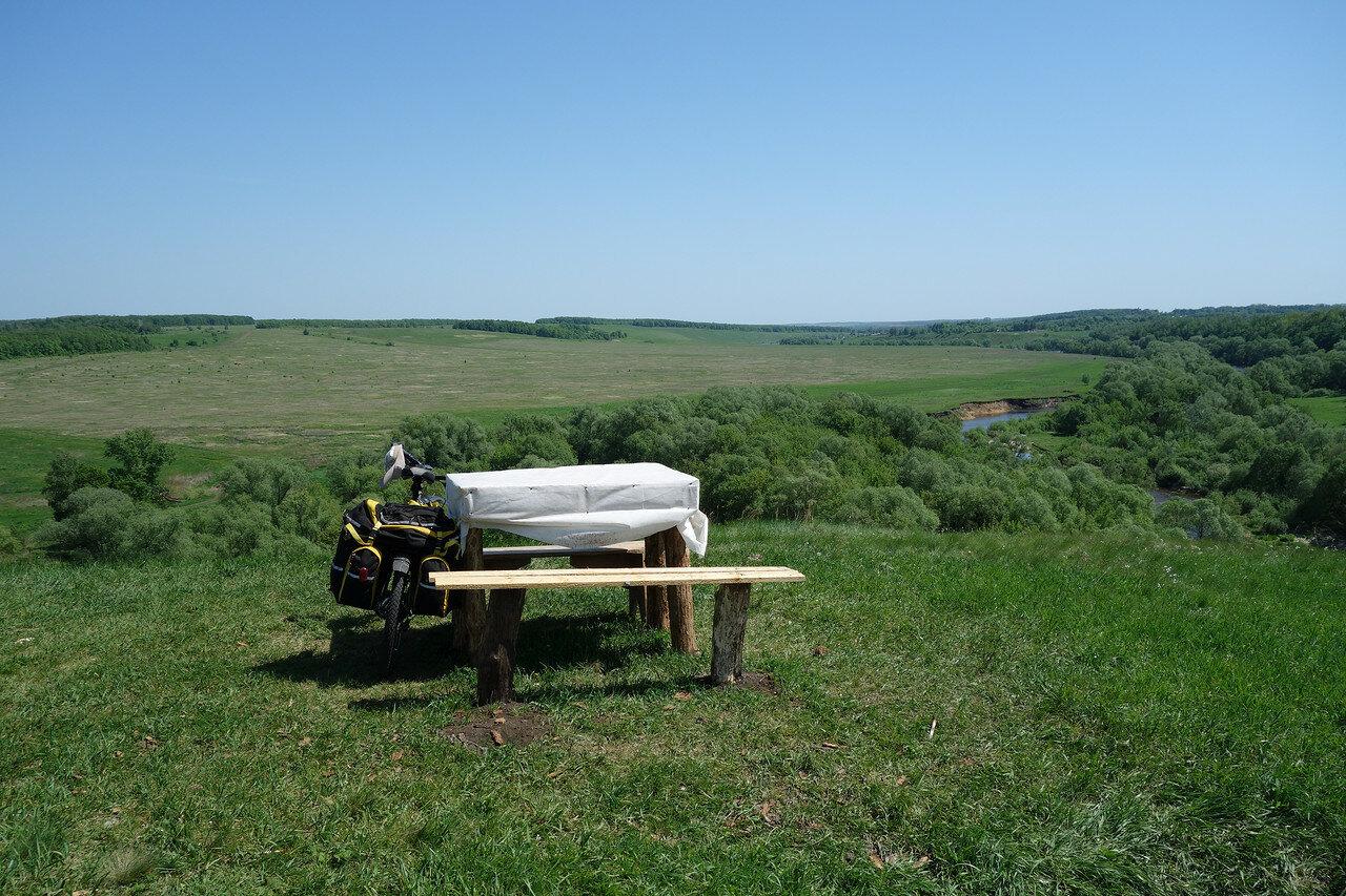 столик на вершине холма у Ишутина городища
