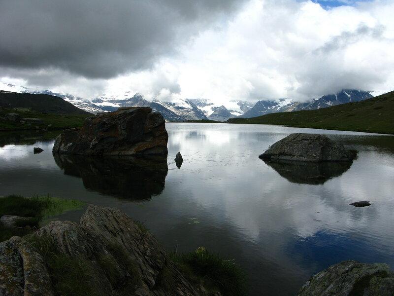 Не поверите, и здесь должен быть Маттерхорн. Но есть только озеро:)