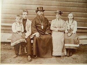 Семья 1-го настоятеля Свято-Воскресенского (старого) храма г. Вичуга протоиерея Василия Петровича Груздева