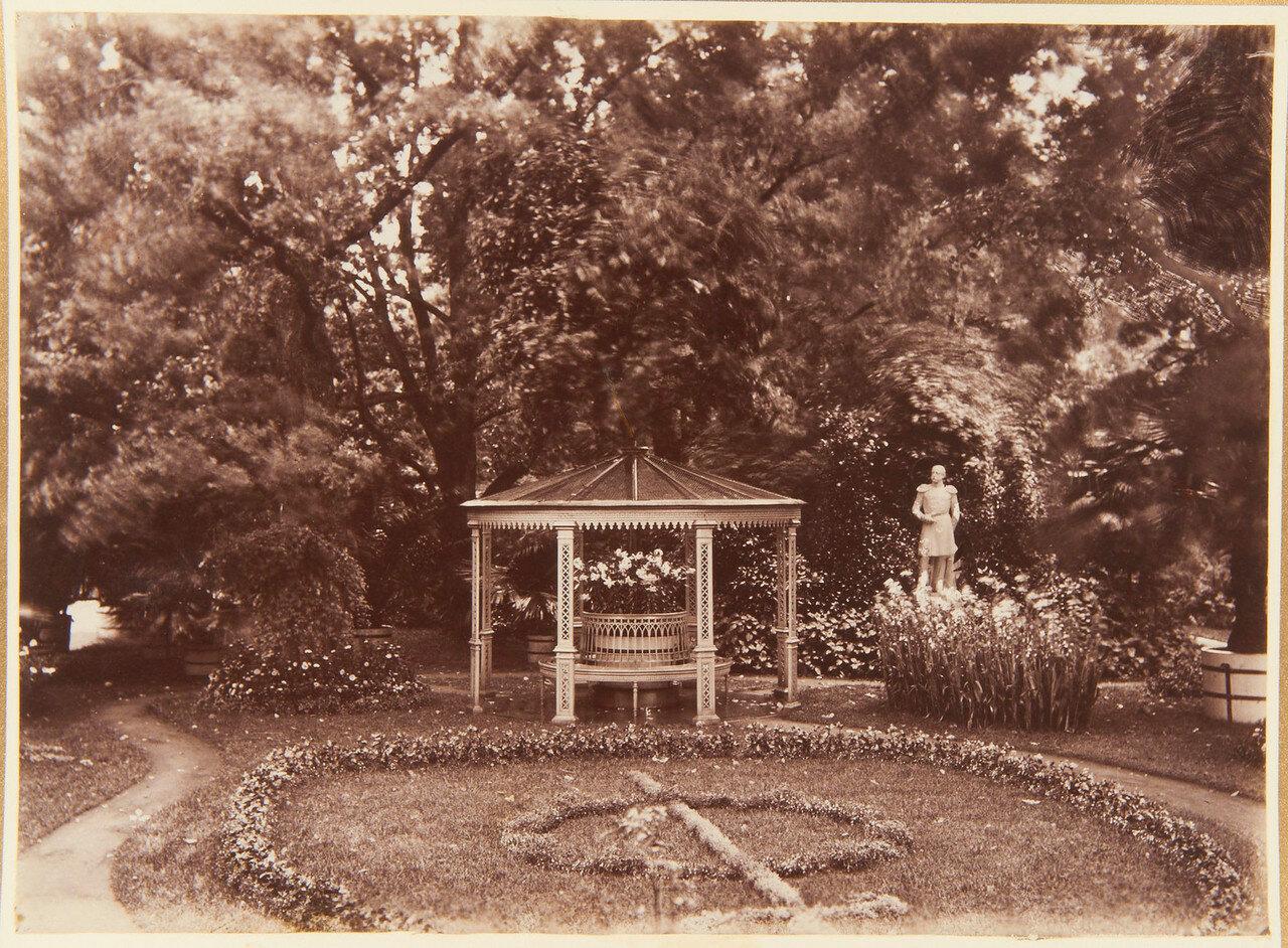 18. Коттедж. Беседка в саду