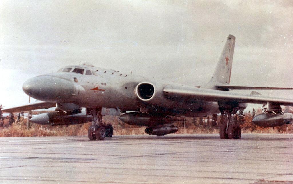 TU-16K-10-26 55 MISILES UN K10SNB Y DOS 2 КСР-5.jpg