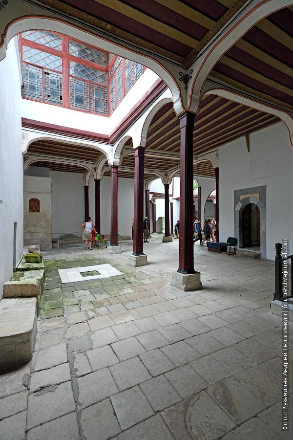 Ханский дворец Фонтанный дворик