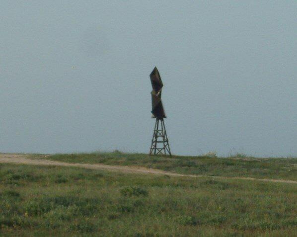 ...и снова непонятный знак на Азовском берегу Арабатской косы