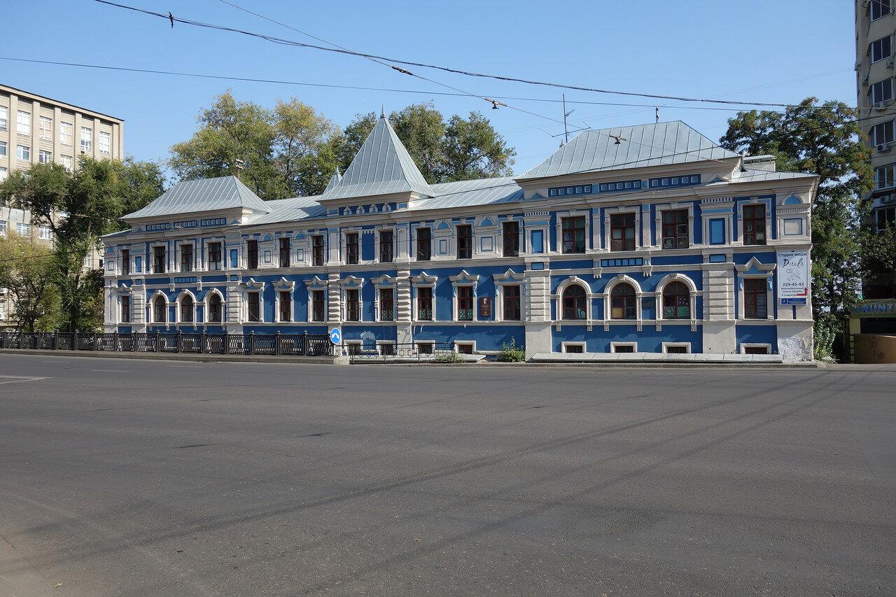 красивый дом 19 века