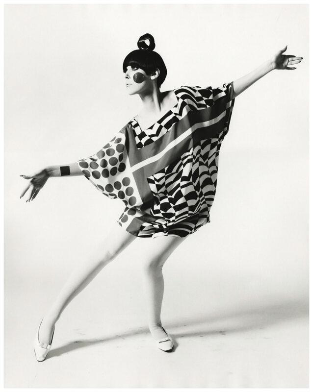 william-claxton_peggy-moffitt-in-22kite-dress22-by-rudi-gernreich-standing-1967.jpg