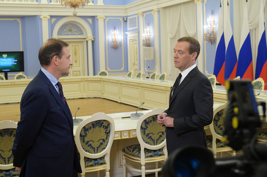 Медведев и Брилев, интервью, 17.10.15.png