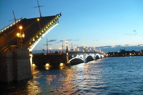 Троицкий мост в белую ночь