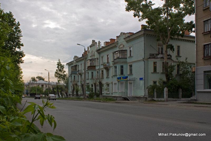 Жилое здание ул. Коммуны 133, Обл. детская библиотека им. В.В, Маяковского