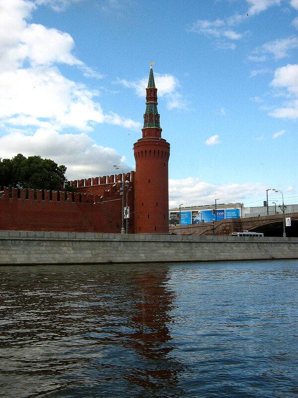 Башня Кремля у Каменного моста