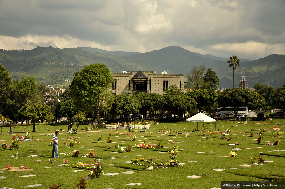 0 14e9c8 8115dc92 orig День 171. Кладбище, где похоронен колумбийский наркобарон Пабло Эскобар, и его дом в Медельине