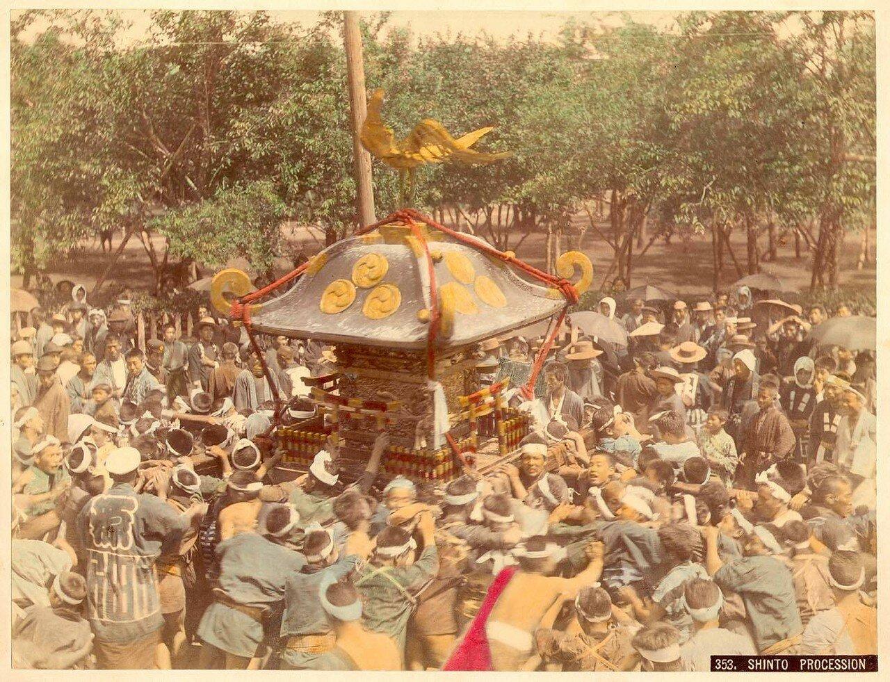 Передвижной алтарь во время фестиваля