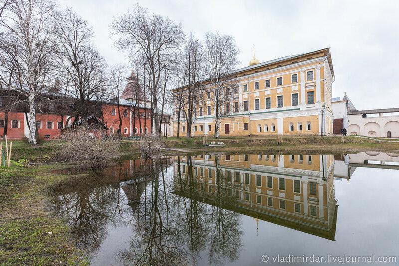 Дом на Погребах и Самуилов корпус. Ростовский кремль.
