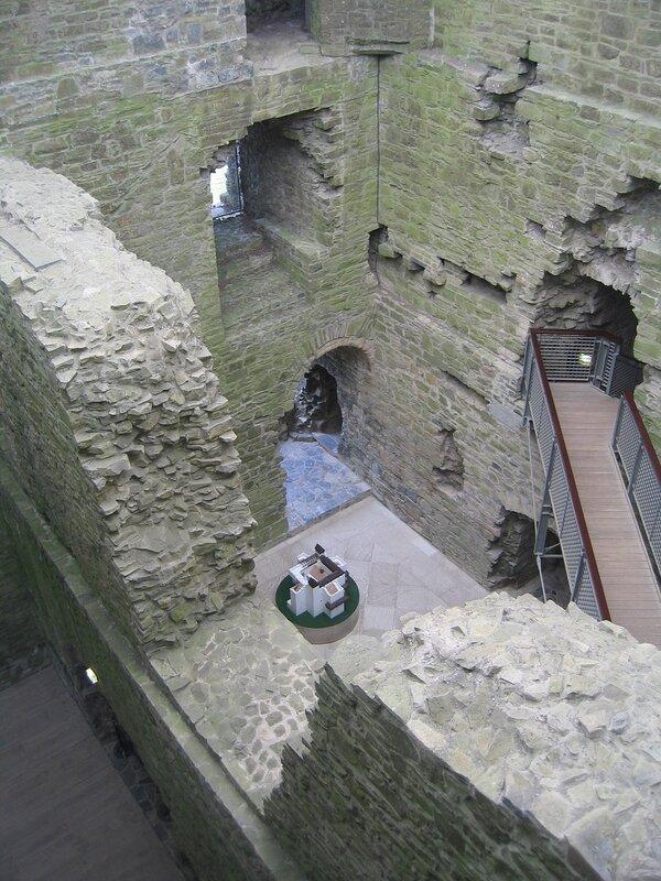 Внутри замка