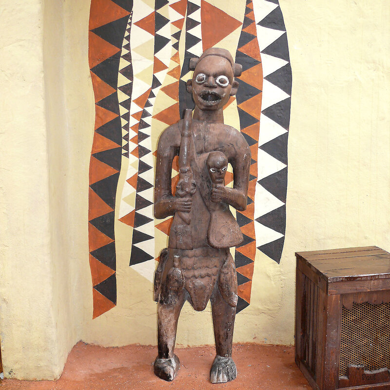темнокожие артисты в нарядах африканских племен не только пляшут под музыку тамтамов в Африканском шоу, но и весь обсуживающий персонал одет похоже- что усиливает впечатления....