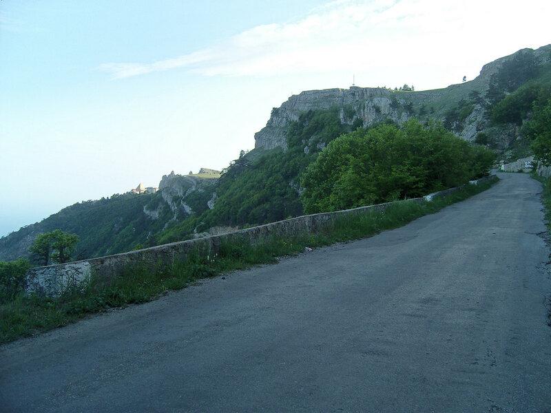 Бахчисарайское шоссе на подъезде к Ай-Петри