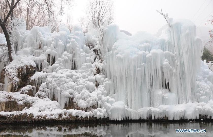 Удивительные замерзшие водопады по всему миру 0 141bb4 1413f71b orig