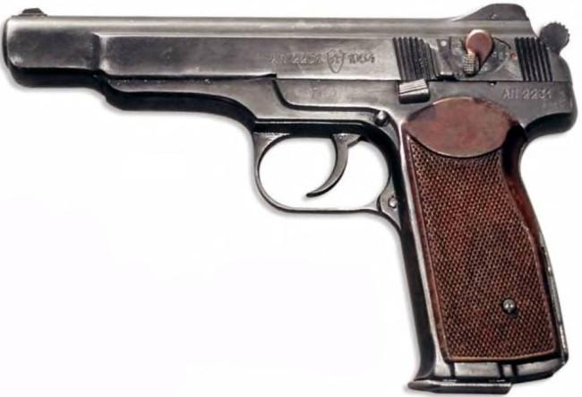 Открывает десятку лучших пистолетов в мире автоматический пистолет Стечкина. Он поступил на вооружен