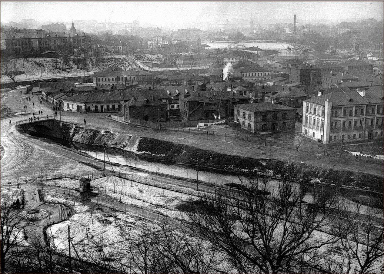 1930-е. Вид на долину Яузы от Андроникова монастыря