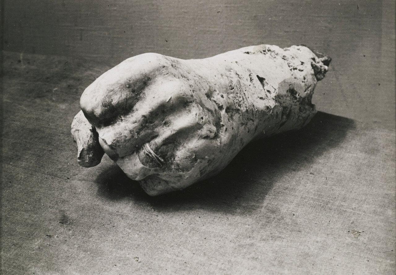 1943. Снимок руки Пикассо