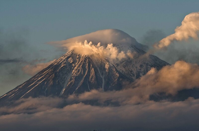 Вечерний вулкан Корякский