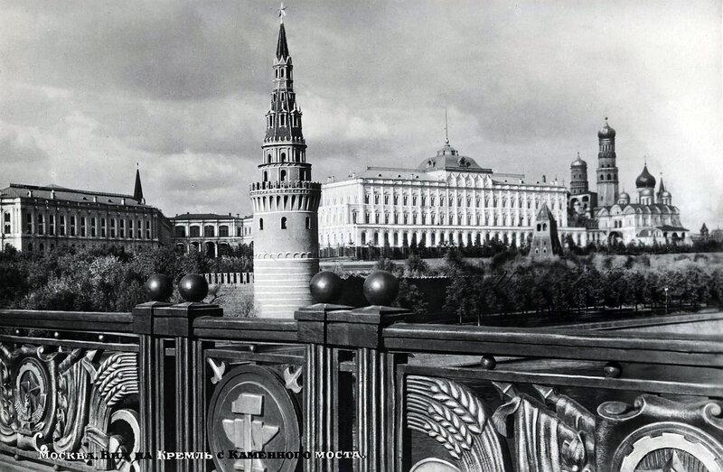 Москва. Вид на Кремль с Каменного моста