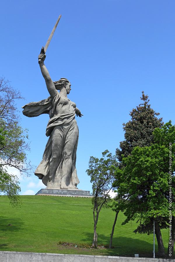 скульптура Родина-мать зовет
