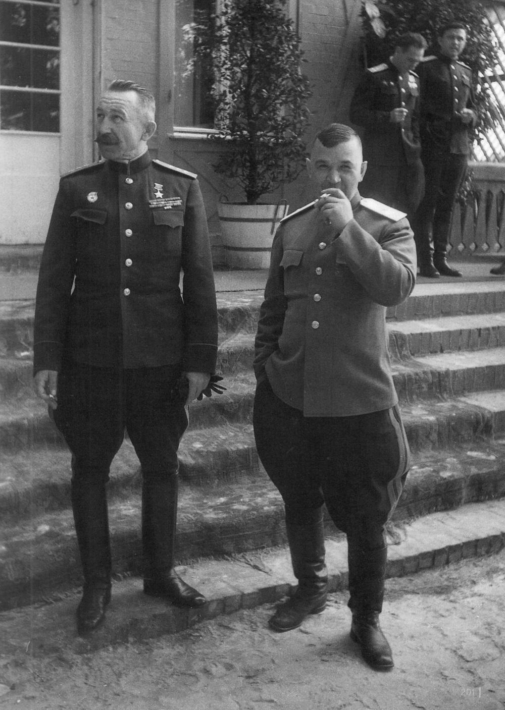 Командующий 61-й Армией генерал-полковник П.А. Белов в Берлине.jpeg