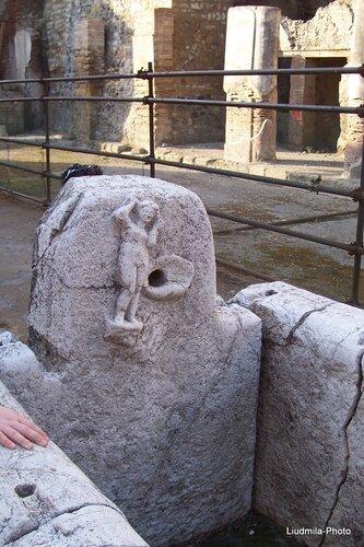 Сравнить древность и современность